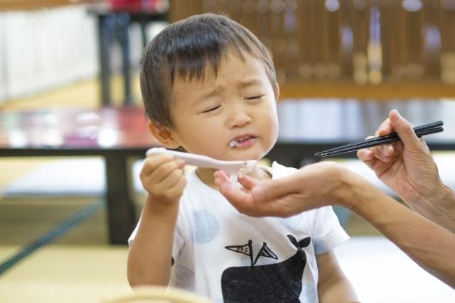 ごはんを食べない子供