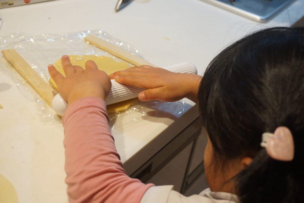 型抜きクッキーの生地の伸ばし方